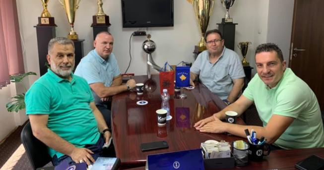 Federata Shqiptare e Hendbollit mirëpriten nga drejtuesit e Federatës së Henbollit të Kosovës.