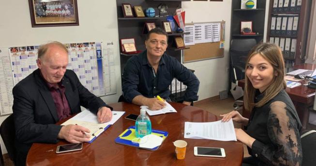 Kryetari i Komisionit Shëndetësor, Dr. Floren Kavaja, bashkë me anëtarët, Dr. Lindita Ajvazaj-Berisha dhe Dr. Edi Kolgeci, kanë përgatitur udhëzuesin për masat parandaluese ndaj COVID-19.