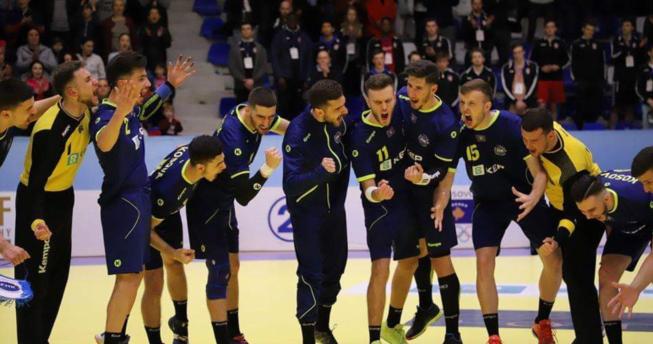 Në foto shihen lojtarët duke u gëzuar për fitoren e tyre.