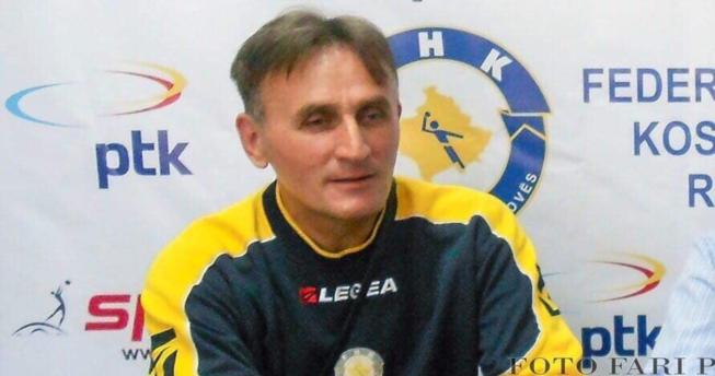 Në foto shihet Agim Shkodra, hendbollist i njohur gjilanas.