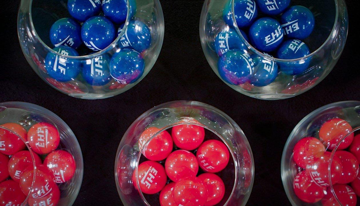 topa ngjyre roze dhe te kalter ne vazo