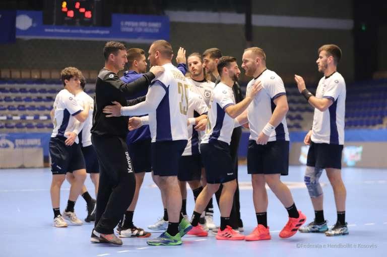 Lojtaret e Kosoves pershendesin njani tjetrin